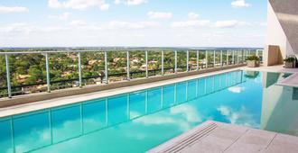 辉煌温德姆亚松森酒店 - 亚松森 - 游泳池