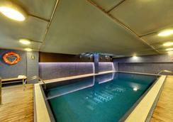 西尔肯纳兰科纪念碑酒店 - 奥维多 - 游泳池
