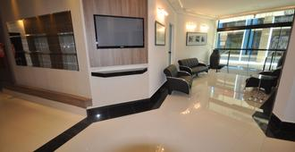皇家广场公寓式服务酒店 - 库里提巴