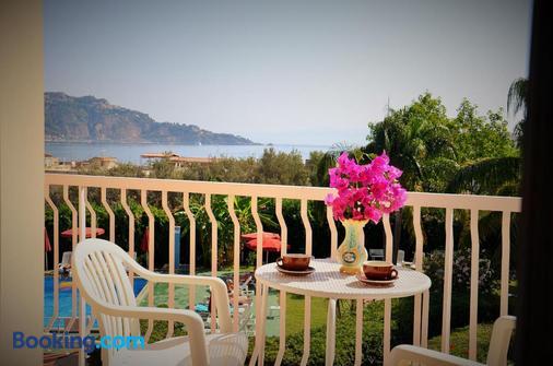 加尔迪尼旅居别墅酒店 - 贾迪尼-纳克索斯 - 阳台
