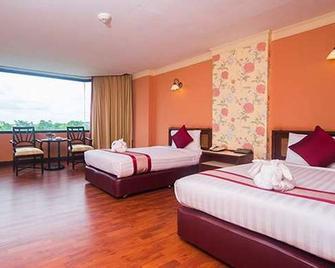 彭世洛帝国酒店及会议中心 - 彭世洛 - 睡房