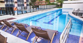 阿托斯布尔考普拉斯行政酒店 - 巴西利亚 - 游泳池