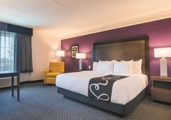 亚特兰大科尼尔斯温德姆拉昆塔酒店 - 科尼尔斯 - 睡房