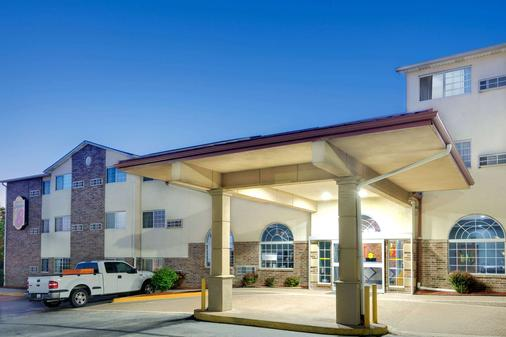 堪萨斯城速8酒店 - 堪萨斯城 - 建筑