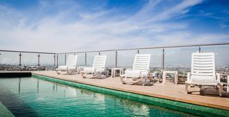 克雷塔罗中心南侧费斯塔客栈酒店 - 克雷塔罗 - 游泳池
