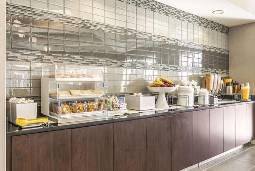亚历山大机场拉金塔旅馆及套房 - 亚历山德里亚 - 自助餐