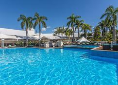 凯恩斯香格里拉大酒店 - 凯恩斯 - 游泳池