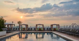 圣路易斯四季酒店 - 圣路易斯 - 游泳池