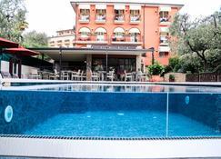 卡米内托酒店 - 托里德尔贝纳科 - 游泳池