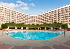 新德里泰姬陵宫酒店 - 新德里 - 游泳池