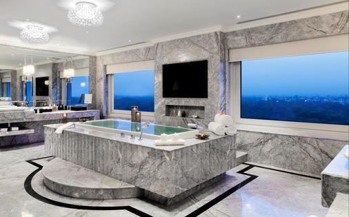 新德里泰姬陵宫酒店 - 新德里 - 浴室