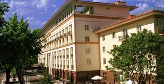 塔什干皇宫酒店 - 塔什干