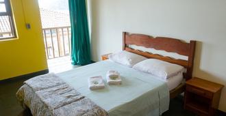 贝伊拉玛尔青年旅舍 - Vila do Abraao - 睡房