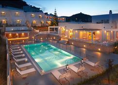 佩里吉利酒店 - Skýros - 游泳池