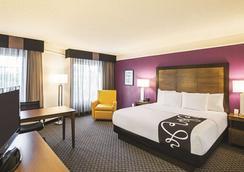 拉昆塔沃斯堡北旅馆及套房 - 沃思堡 - 睡房