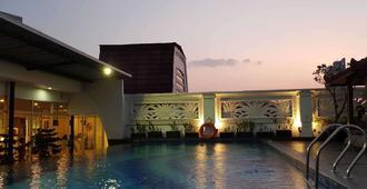 克芒阿里昂雷吉斯公園飯店 - 雅加达 - 游泳池