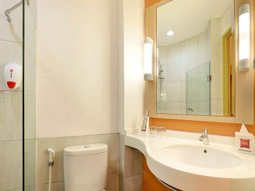 雅加达哈莫尼宜必思酒店 - 雅加达 - 浴室