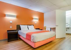萨利纳6号汽车旅馆 - 萨莱纳 - 睡房