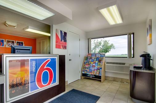 萨利纳6号汽车旅馆 - 萨莱纳 - 柜台