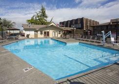 安吉利斯港红狮酒店 - 安吉利斯港 - 游泳池