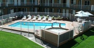 阿尔派Spa宾馆 - 南太浩湖 - 游泳池