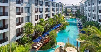 万豪巴厘岛水明漾万怡酒店 - 库塔 - 游泳池