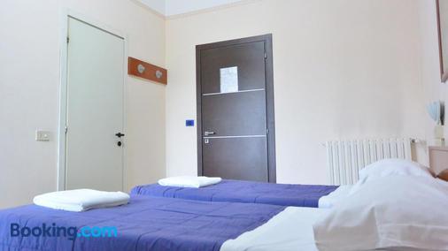 亚诺酒店 - 米兰 - 睡房