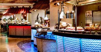 迪拜迪尔拉皇冠假日酒店 - 迪拜 - 自助餐
