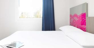 阿勒斯宫廷商务宜必思尚品酒店 - 阿尔勒 - 睡房