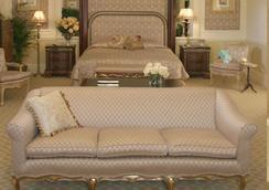 特拉诺瓦全套房酒店 - 金斯敦 - 睡房