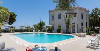 Villa Masetta - Luxury Suite - 巴勒莫 - 游泳池