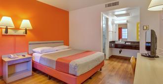 圣罗莎北6号汽车旅馆 - 圣罗莎 - 睡房