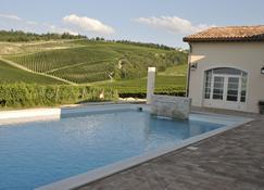 博尔戈肯德葡萄酒度假酒店 - 弗利 - 游泳池
