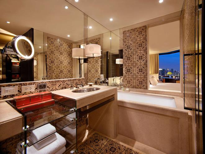 曼谷君悦酒店 - 曼谷 - 浴室