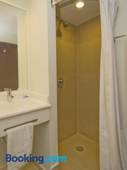 托卢卡埃若普尔托城市青年酒店 - 托卢卡 - 浴室