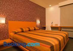 托卢卡埃若普尔托城市青年酒店 - 托卢卡 - 睡房
