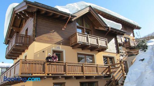 拜塔库西尼住宅酒店 - 利维尼奥 - 阳台