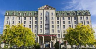 朗塞斯顿大总管酒店 - 伦瑟斯顿 - 建筑