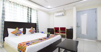 马哈普尔斯里法布酒店 - 海得拉巴 - 睡房