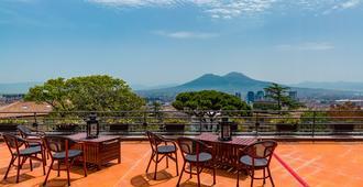 卡波迪蒙特文化别墅酒店 - 那不勒斯 - 阳台