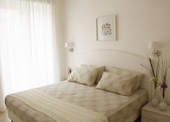 安吉丽娜公寓 - 马奥莱 - 睡房
