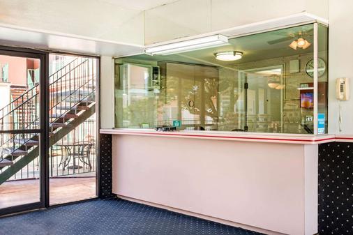 加州好莱坞罗德威旅馆 - 洛杉矶 - 柜台