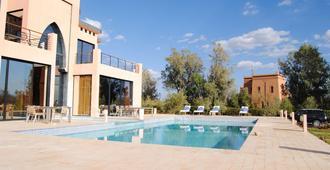 湖滨宅邸酒店 - 瓦尔扎扎特 - 游泳池