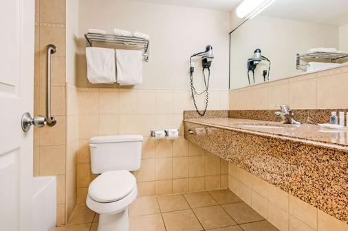 尼亚加拉瀑布舒适酒店 - 尼亚加拉瀑布 - 浴室