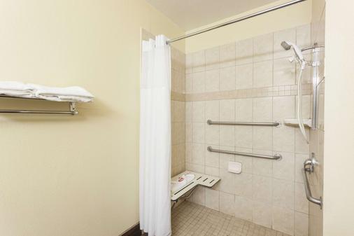 贝克斯菲尔德速8酒店 - 贝克斯菲尔德 - 浴室