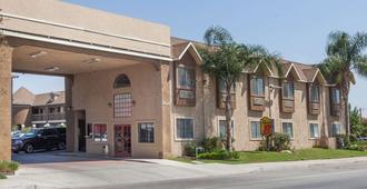 贝克斯菲尔德南加州速8酒店 - 贝克斯菲尔德 - 建筑