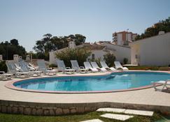马索尔旅游公寓酒店 - 拉戈斯 - 游泳池