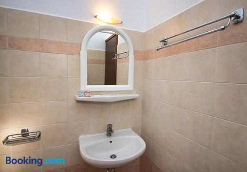 安吉拉别墅酒店 - 卡马利 - 浴室