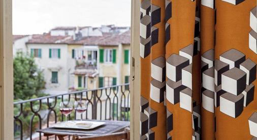 卢卡室友酒店 - 佛罗伦萨 - 阳台