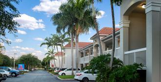 西棕榈滩6号一室公寓酒店 - 西棕榈滩 - 建筑
